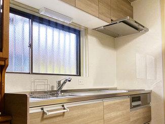 キッチンリフォーム お手入れが簡単な最新キッチンと、配管ごと一新した浴室&洗面台