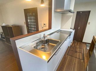 キッチンリフォーム レイアウト変更で風通りよく明るいキッチン空間へ