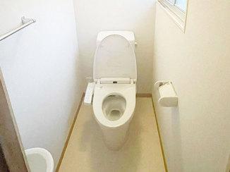 トイレリフォーム 和式から洋式へ、白で統一したキレイなトイレ
