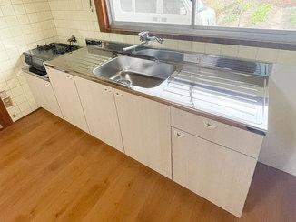 キッチンリフォーム フローリングを上張りし、床ごとキレイになったキッチン