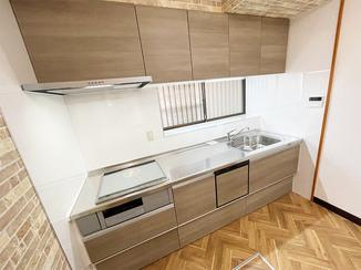 キッチンリフォーム ひろびろ使えるスッキリきれいなキッチン&トイレ