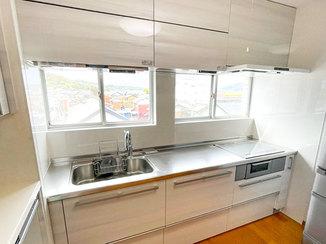キッチンリフォーム 住居スペースと同じ3階に新設したキッチン