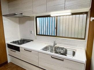 キッチンリフォーム 扉カラーにこだわった使いやすいキッチン