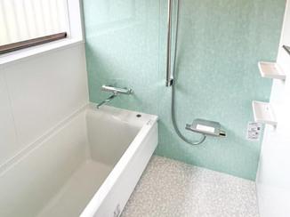 バスルームリフォーム 床がやわらかく使い勝手の良いバスルーム