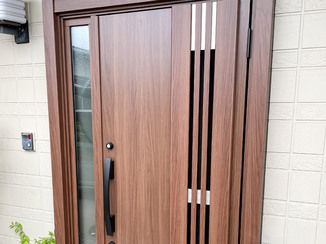 エクステリアリフォーム 外壁とマッチするおしゃれな玄関ドア