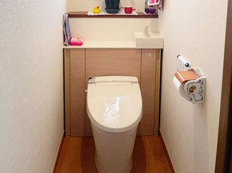 トイレリフォーム 収納スペースを作りスッキリとキレイになったトイレ