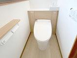 トイレリフォーム見た目スッキリ!キャビネット付きトイレ